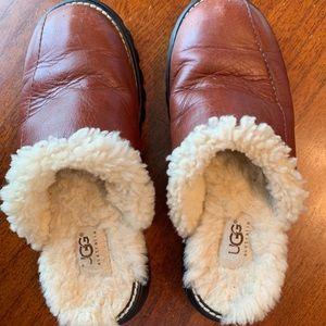 Australia Ugg slide on leather , slipper/shoe